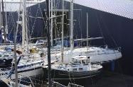 Buitenstalling met staande mast